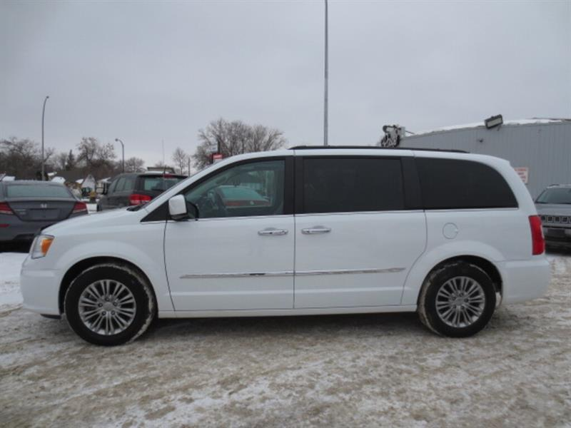 2016 Chrysler Town & Country 4dr Wgn Touring w-Leather/Sunroof/DVD's/Nav/Cam #4768