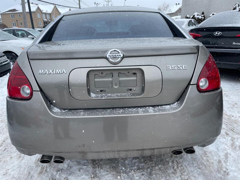 Nissan 810 3