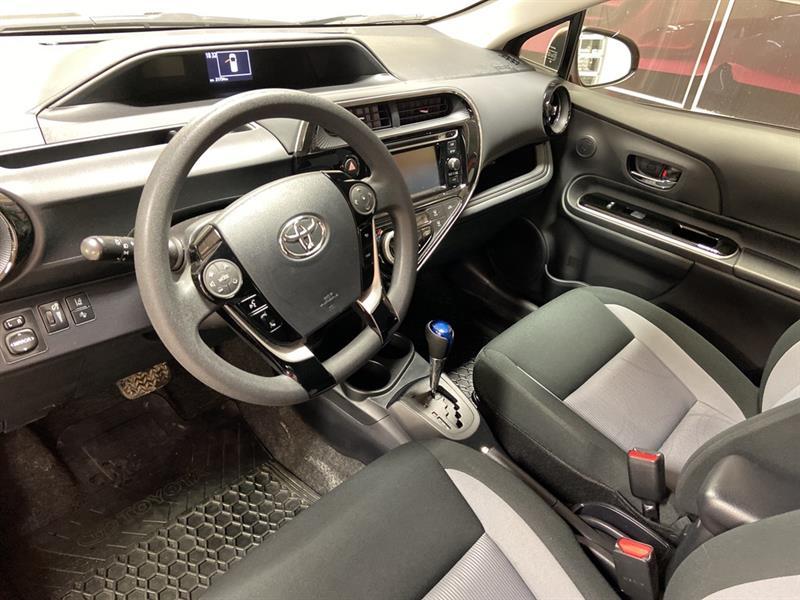 toyota Prius c 2018 - 10