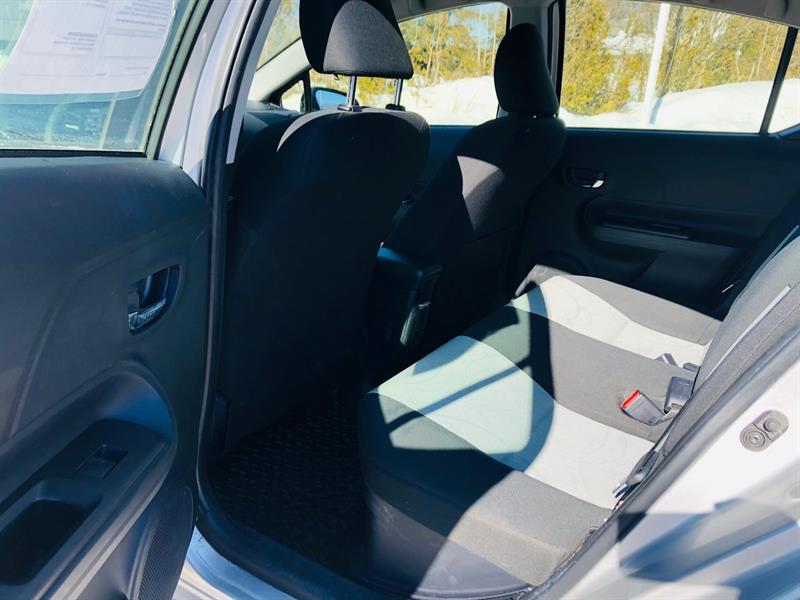 toyota Prius c 2017 - 13