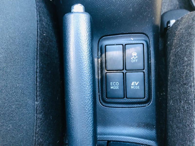 toyota Prius c 2017 - 25