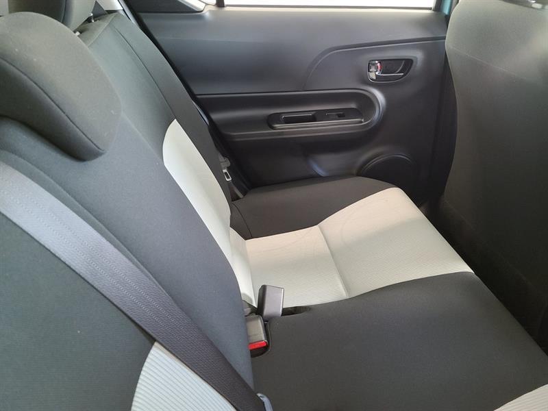 toyota Prius c 2016 - 6