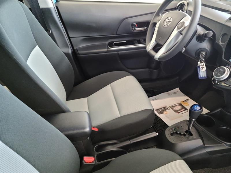 toyota Prius c 2016 - 7