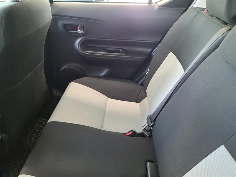 toyota Prius c 2016 - 9