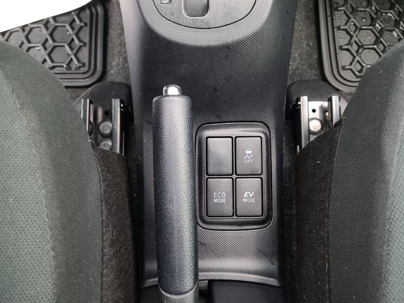 toyota Prius c 2016 - 14