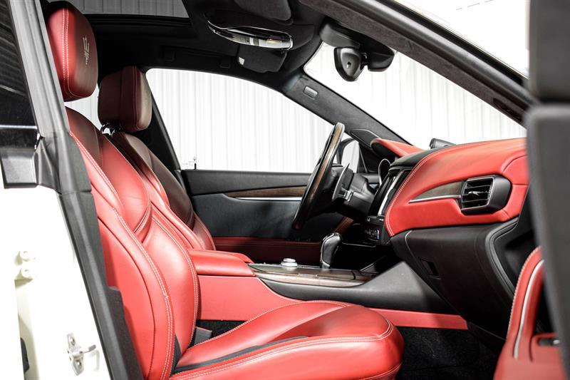 Maserati Levante 17