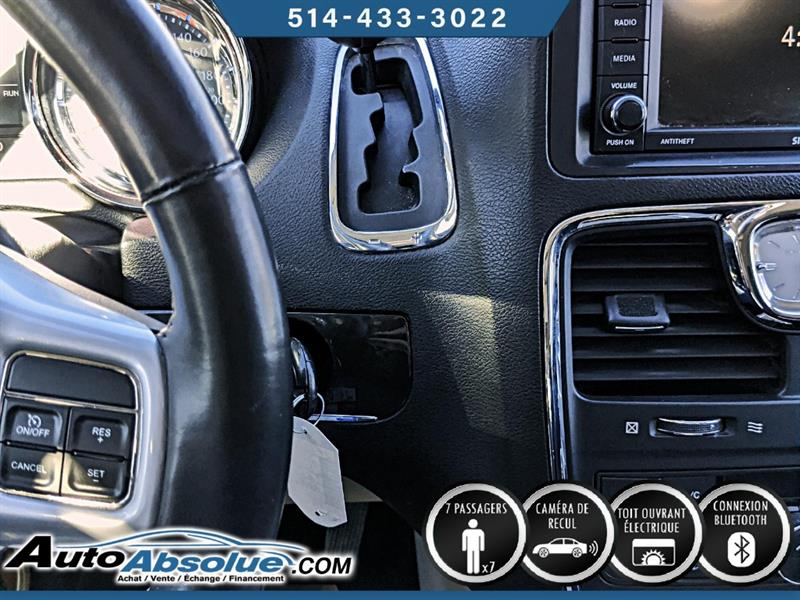 Chrysler Town and Country 14