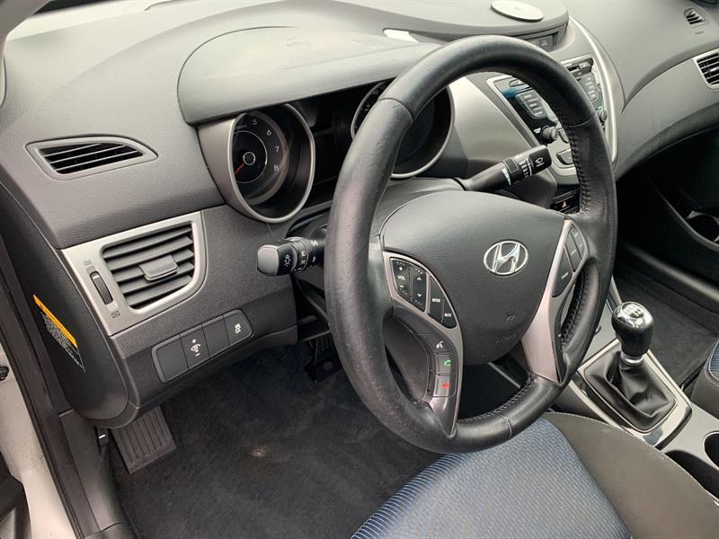 Hyundai Elantra Coupe 8