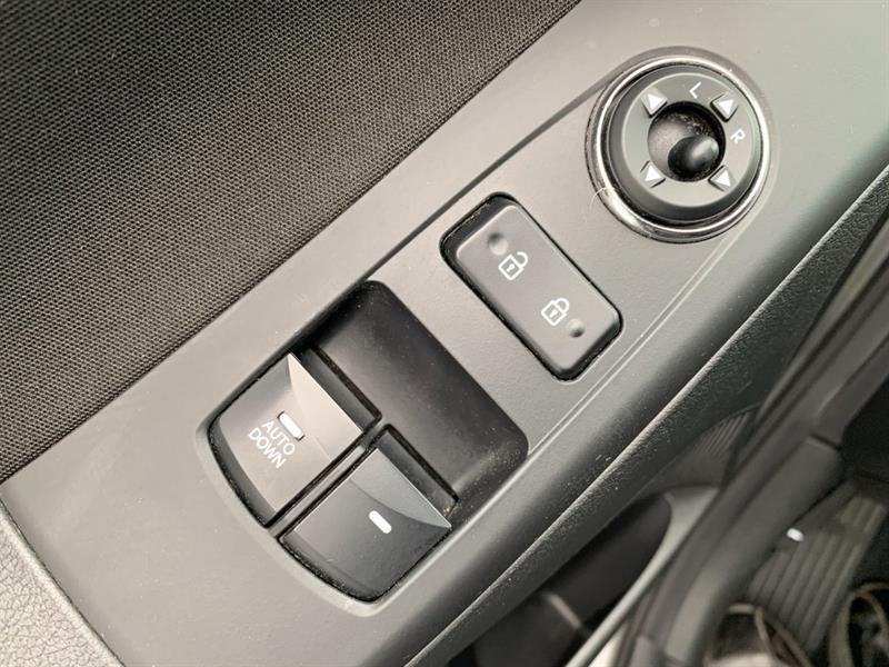 Hyundai Elantra Coupe 10