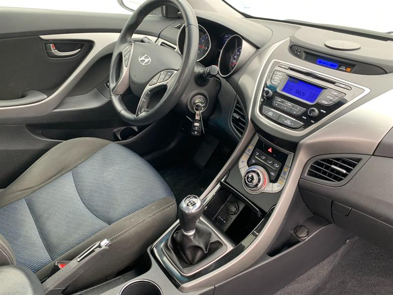 Hyundai Elantra Coupe 29
