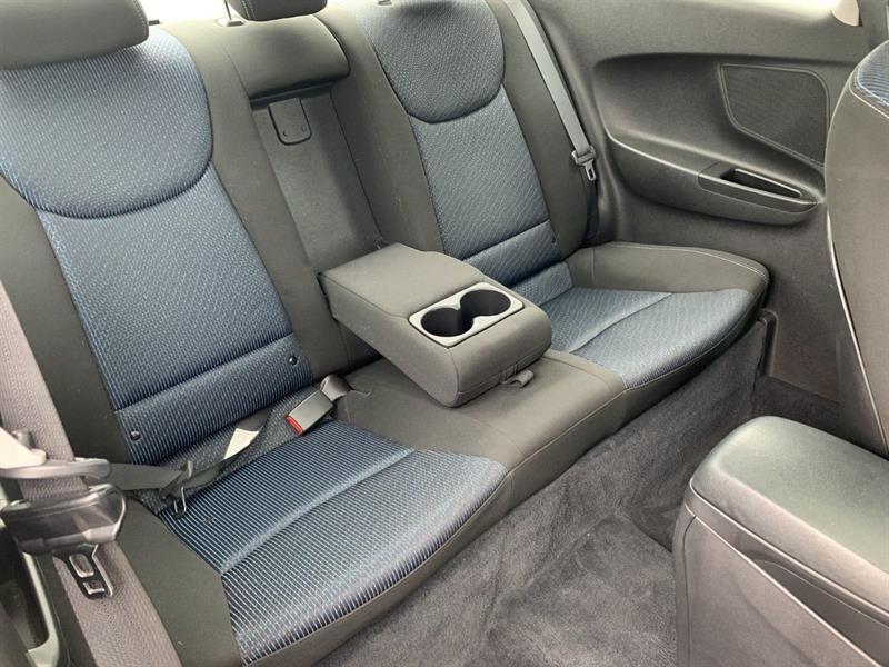 Hyundai Elantra Coupe 31