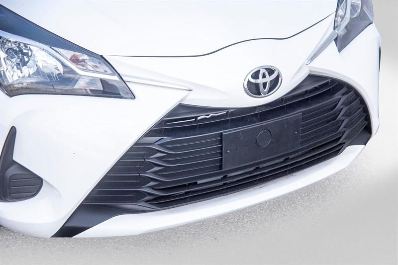toyota Yaris Hatchback 2018 - 32