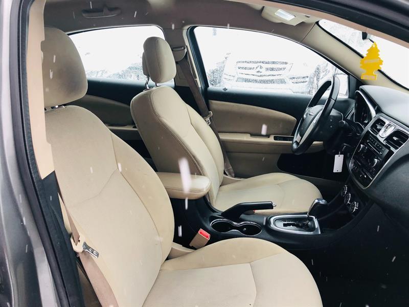 Chrysler 200 12