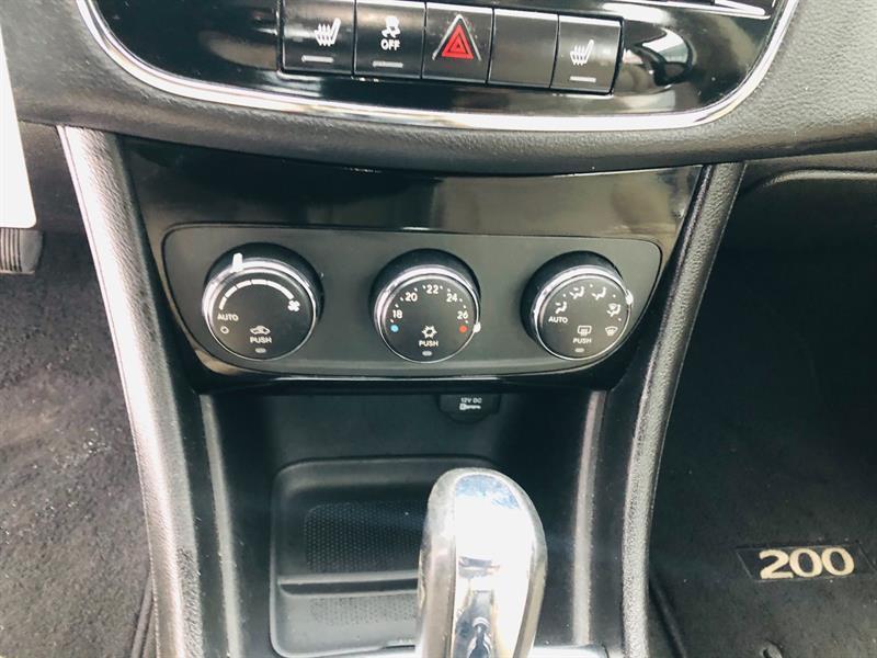 Chrysler 200 23