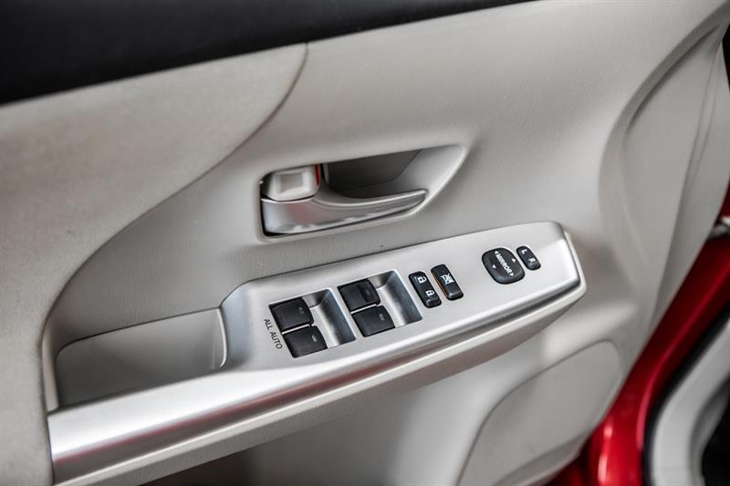 toyota Prius v 2013 - 21