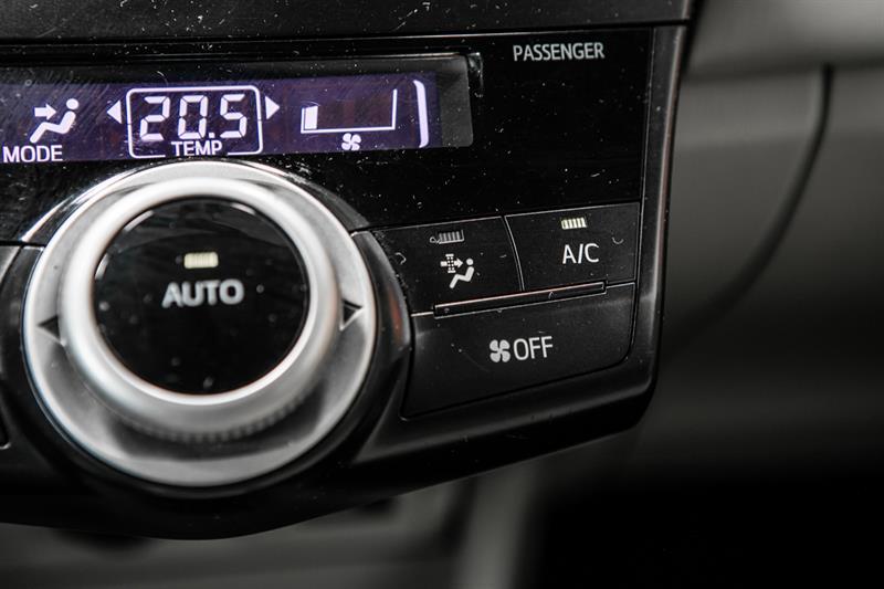 toyota Prius v 2013 - 28