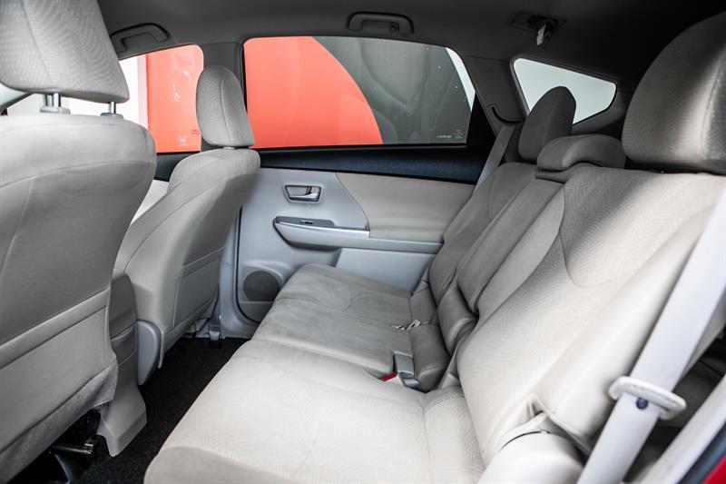 toyota Prius v 2013 - 30