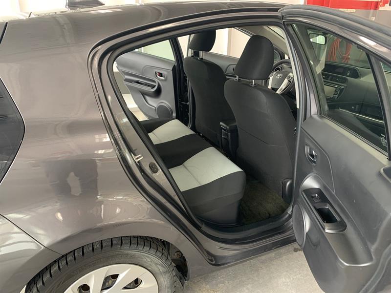 toyota Prius c 2016 - 17