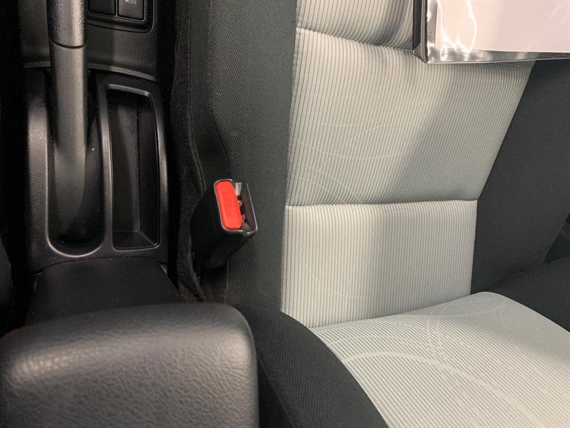 toyota Prius c 2016 - 28