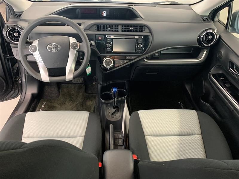 toyota Prius c 2016 - 30