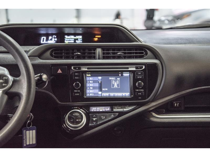 toyota Prius c 2017 - 14