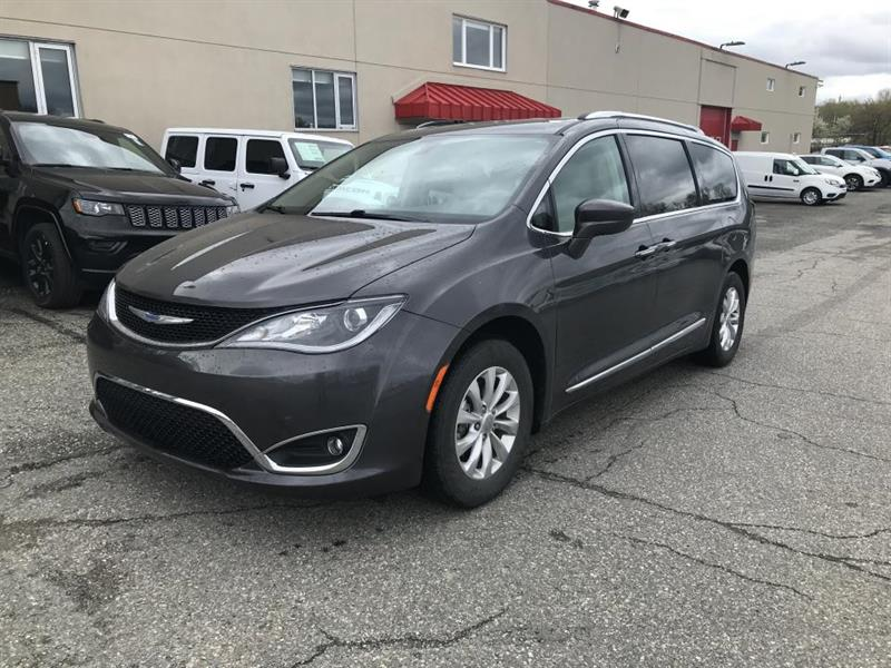 2018 Chrysler  Pacifica Touring-L 2RM