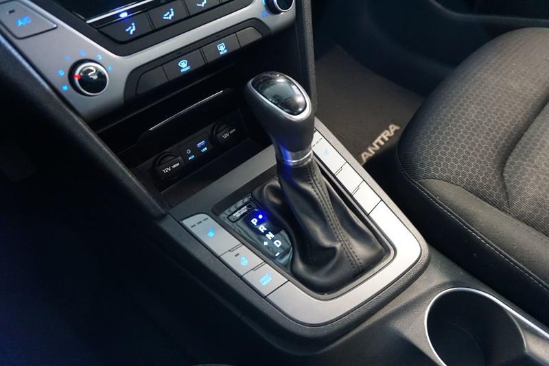 Hyundai Elantra Sedan 36