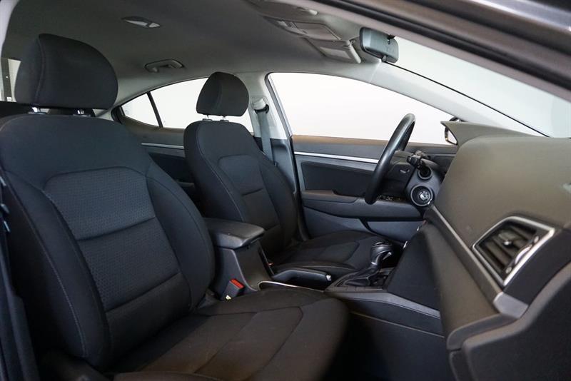 Hyundai Elantra Sedan 41