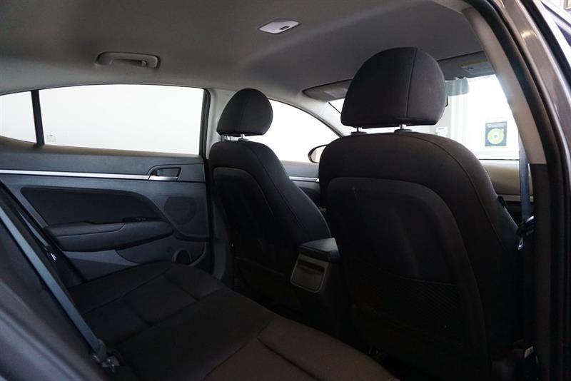 Hyundai Elantra Sedan 42