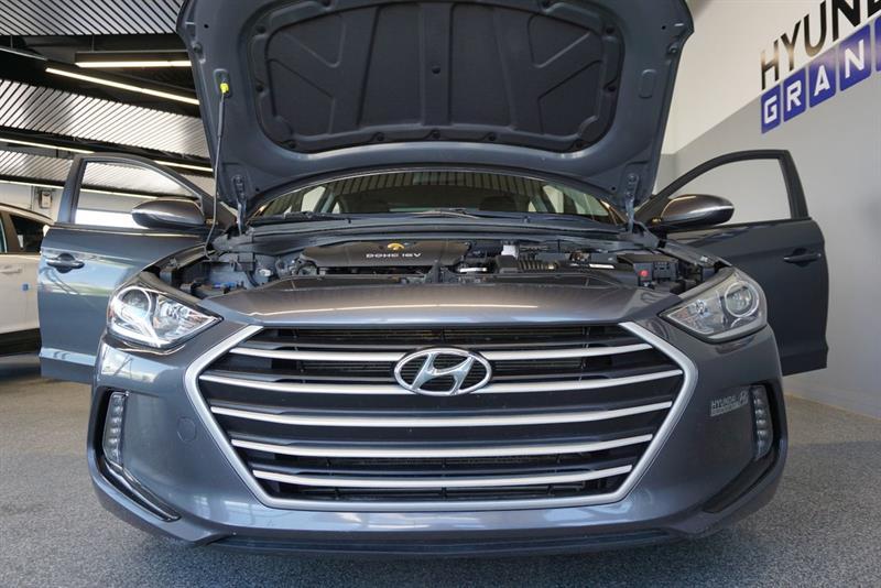 Hyundai Elantra Sedan 44