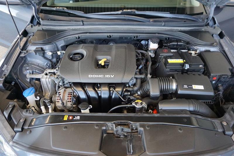 Hyundai Elantra Sedan 45