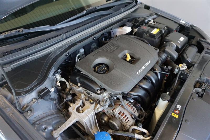 Hyundai Elantra Sedan 46