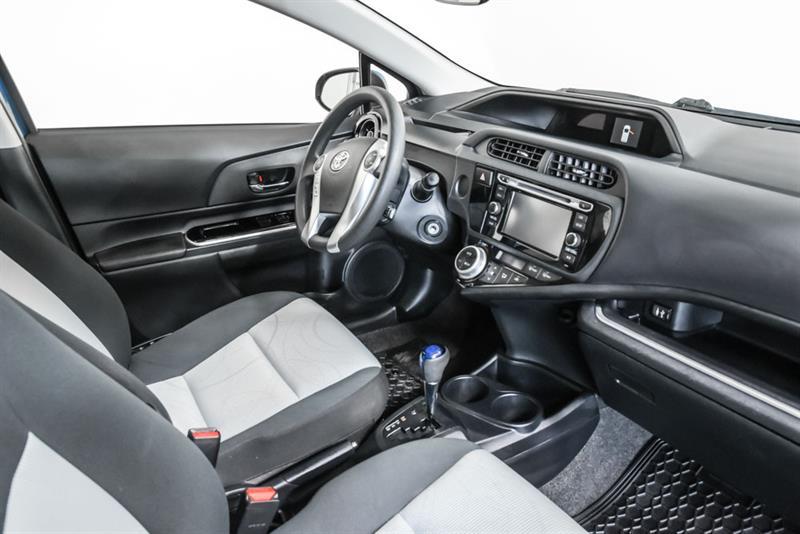 toyota Prius c 2016 - 13