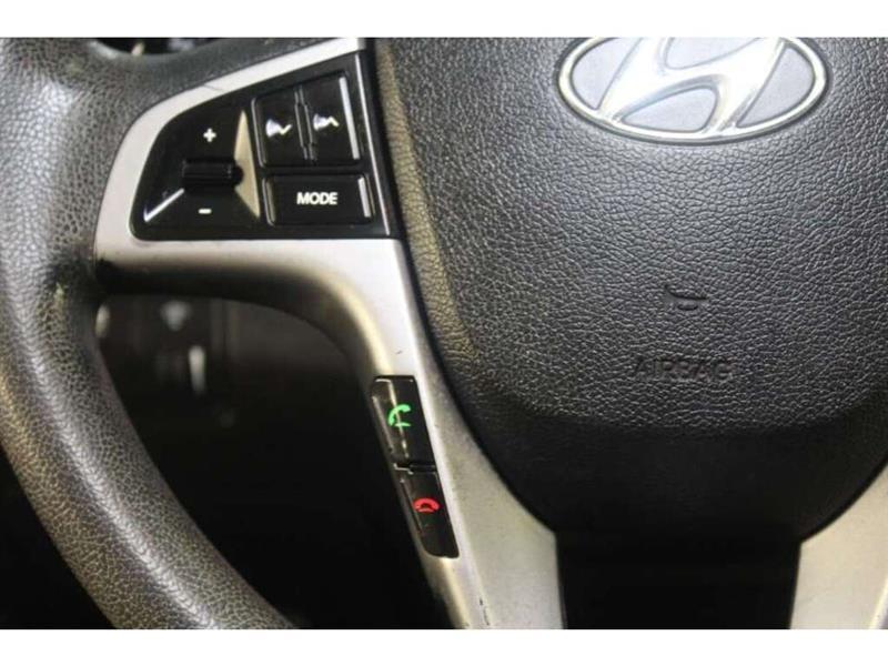 Hyundai Accent 29