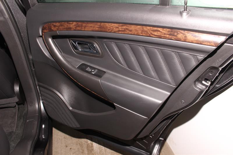 Ford Taurus 18