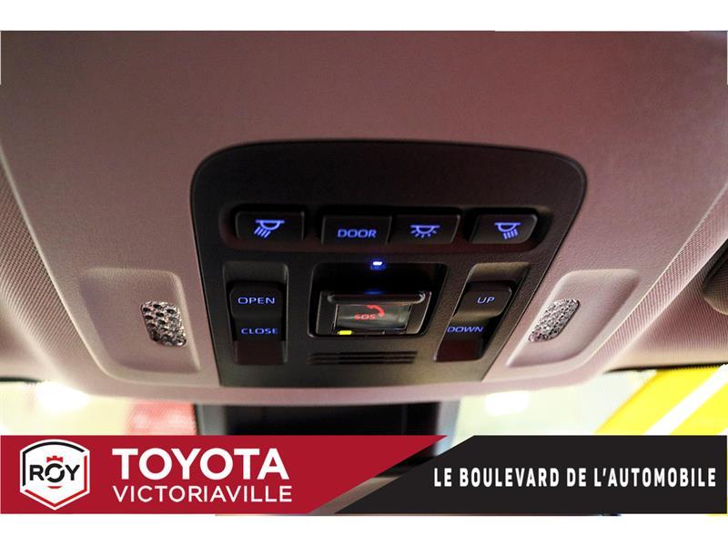 Toyota Camry Hybrid 22