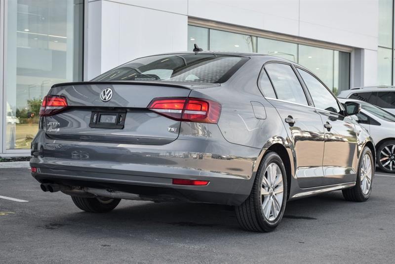 Volkswagen Jetta Sedan 3