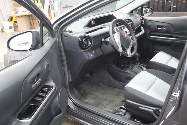 toyota Prius c 2015 - 9