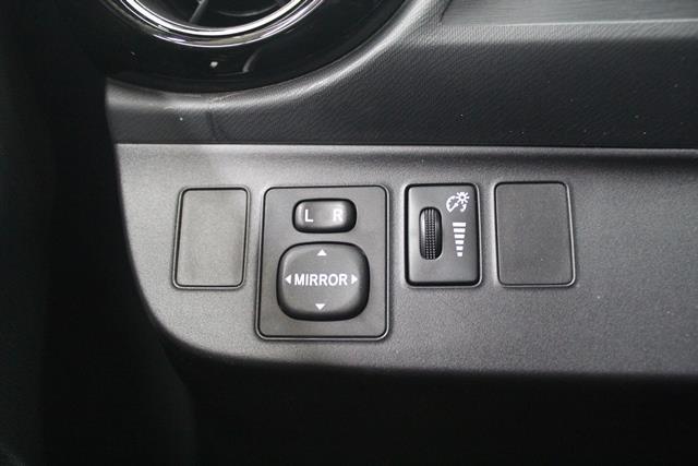 toyota Prius c 2015 - 12