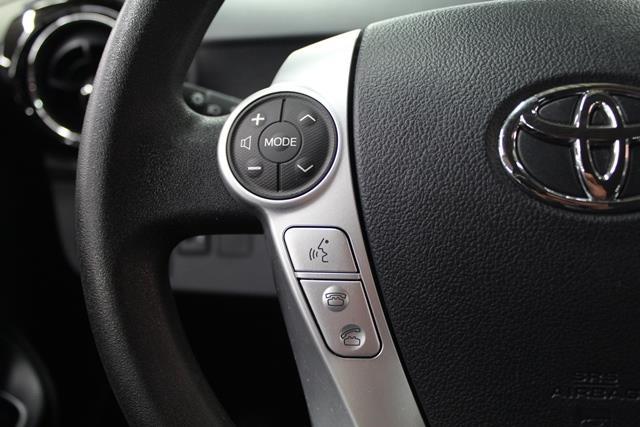 toyota Prius c 2015 - 13