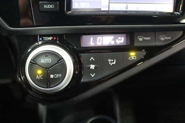 toyota Prius c 2015 - 21