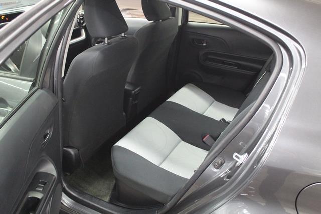 toyota Prius c 2015 - 22