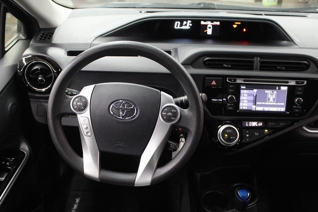 toyota Prius c 2015 - 26