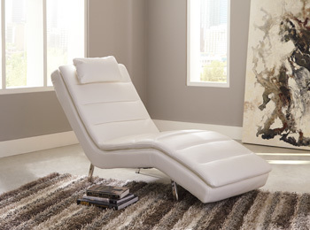 Ashley Chaise/Goslar/White
