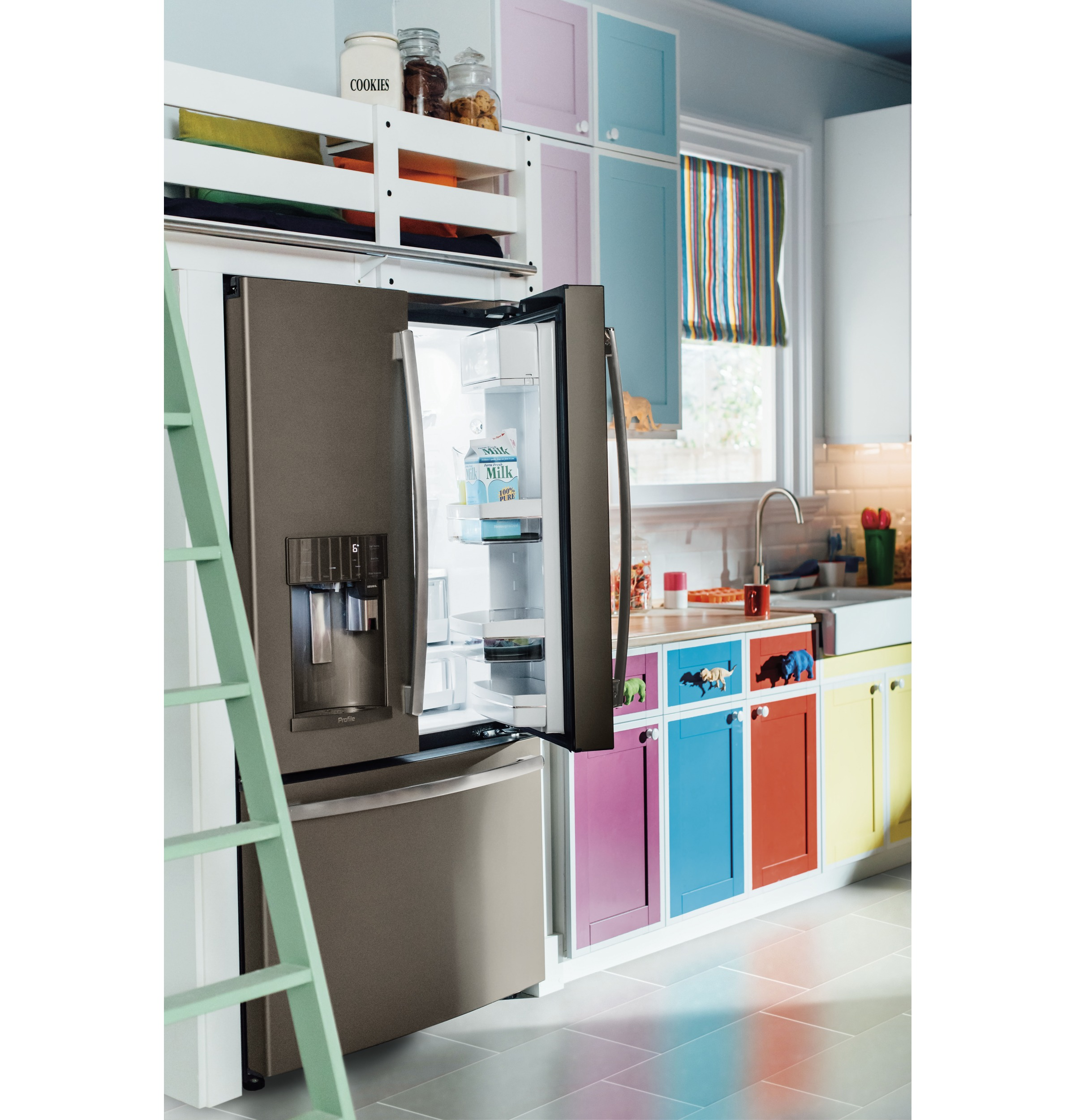 Model: PFE28PMKES | GE Profile™ Series ENERGY STAR® 27.8 Cu. Ft. French-Door Refrigerator with Keurig® K-Cup® Brewing System