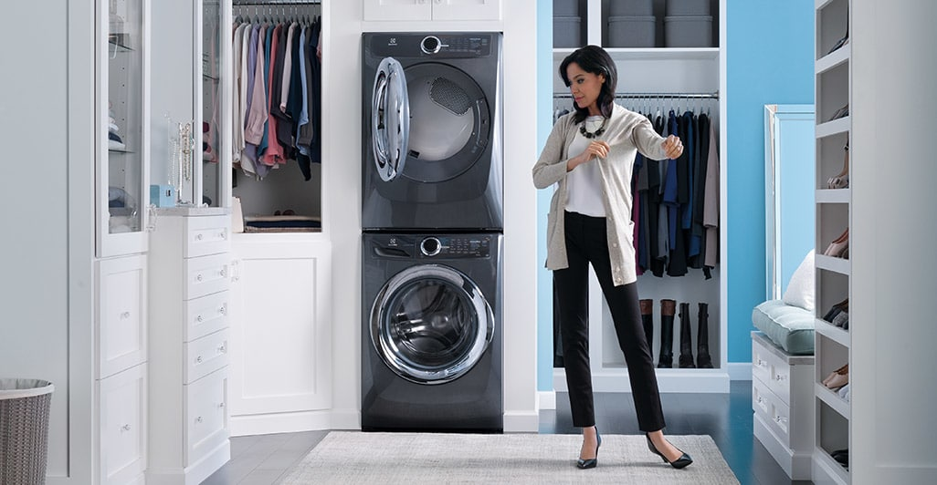 Model: EFMG517SIW | Front Load Perfect Steam™ Gas Dryer with Instant Refresh and 8 cycles - 8.0 Cu. Ft.