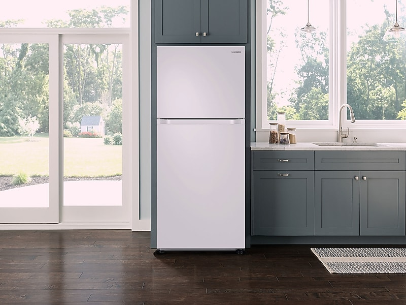 18 cu. ft. Capacity Top Freezer Refrigerator with FlexZone™ and Automatic Ice Maker