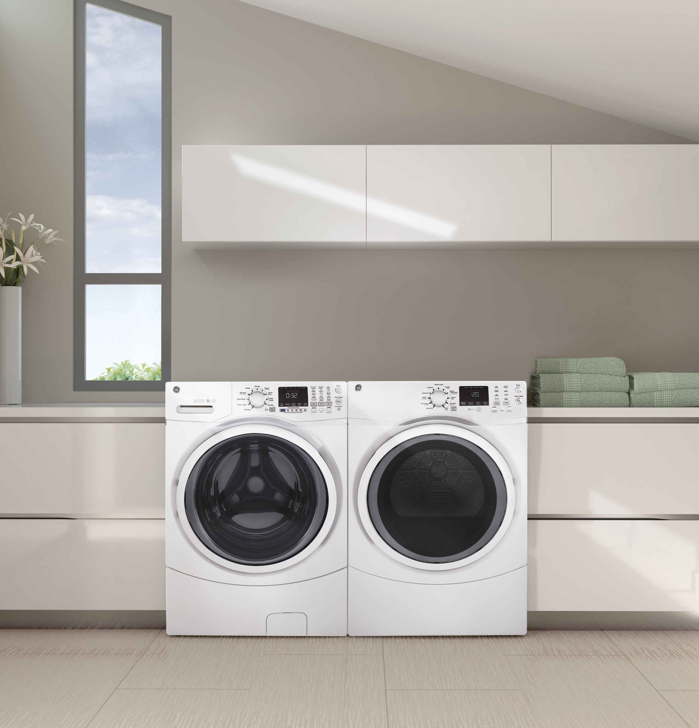 Model: GFD45ESSMWW | GE® 7.5 cu. ft. Capacity Front Load Electric Dryer with Steam