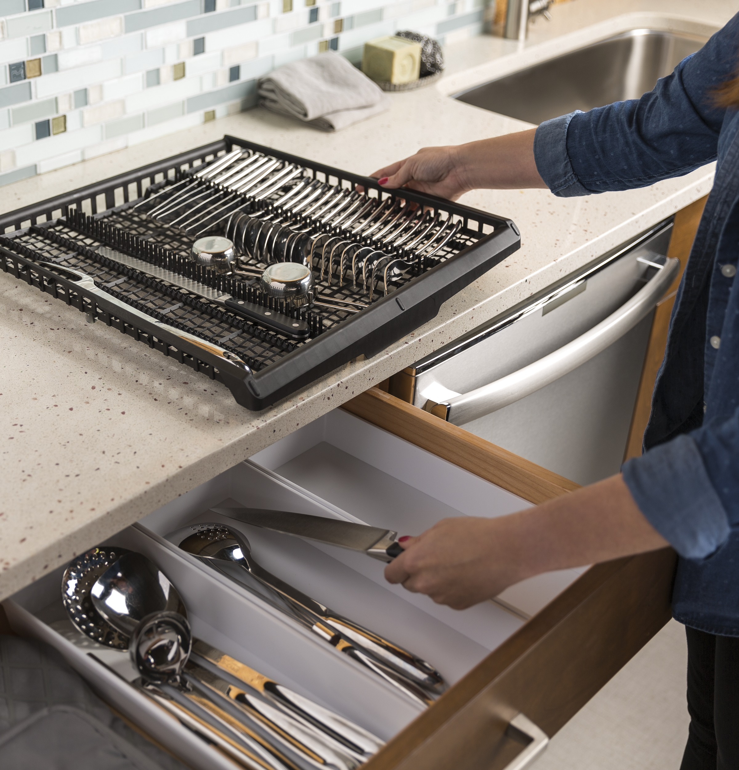 Model: GDT695SBLTS   GE® Stainless Steel Interior Dishwasher with Hidden Controls