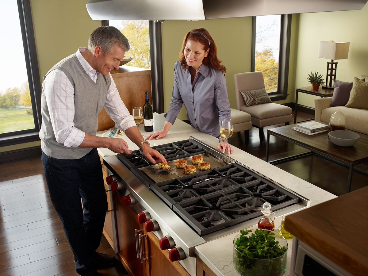 "Model: SRT486G | Wolf 48"" Sealed Burner Rangetop - 6 Burners and Infrared Griddle"